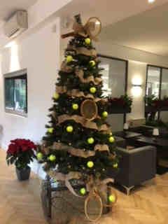 L'albero di Natale del CT EUR in versione tennistica